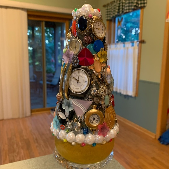 IT'S ABOUT TIME Junkdrawer Tree Decoration